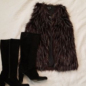 Rue 21 faux fur vest sz small.